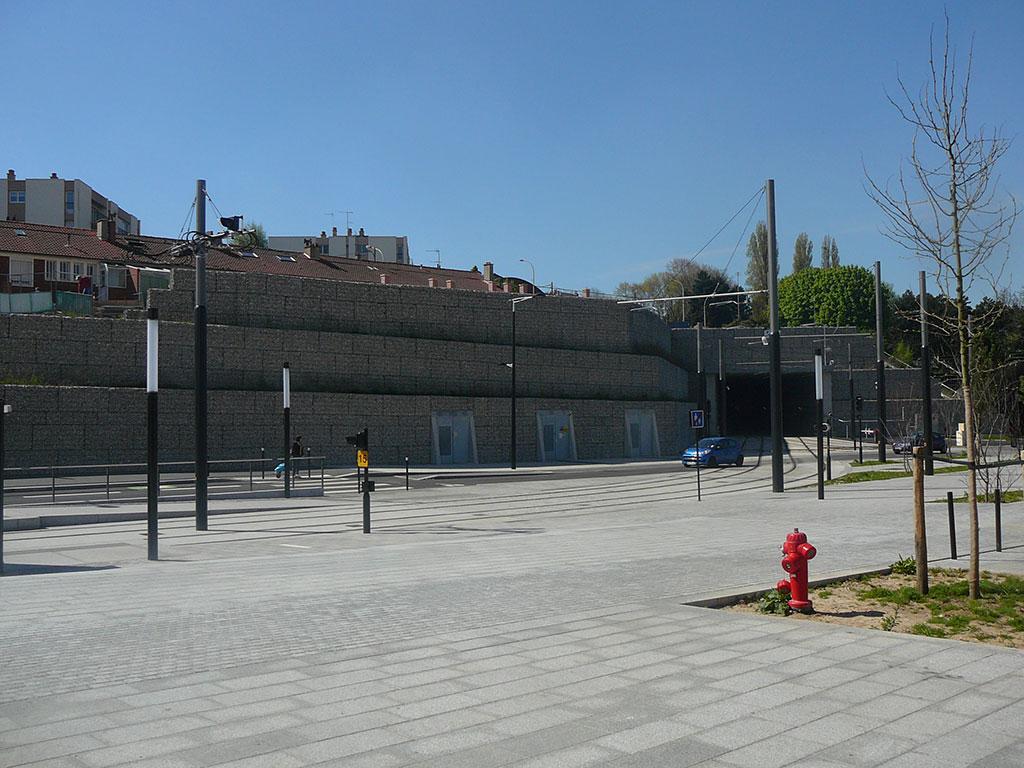Aménagement urbain en pierre  naturelle  gabions et pavage en Comblanchien