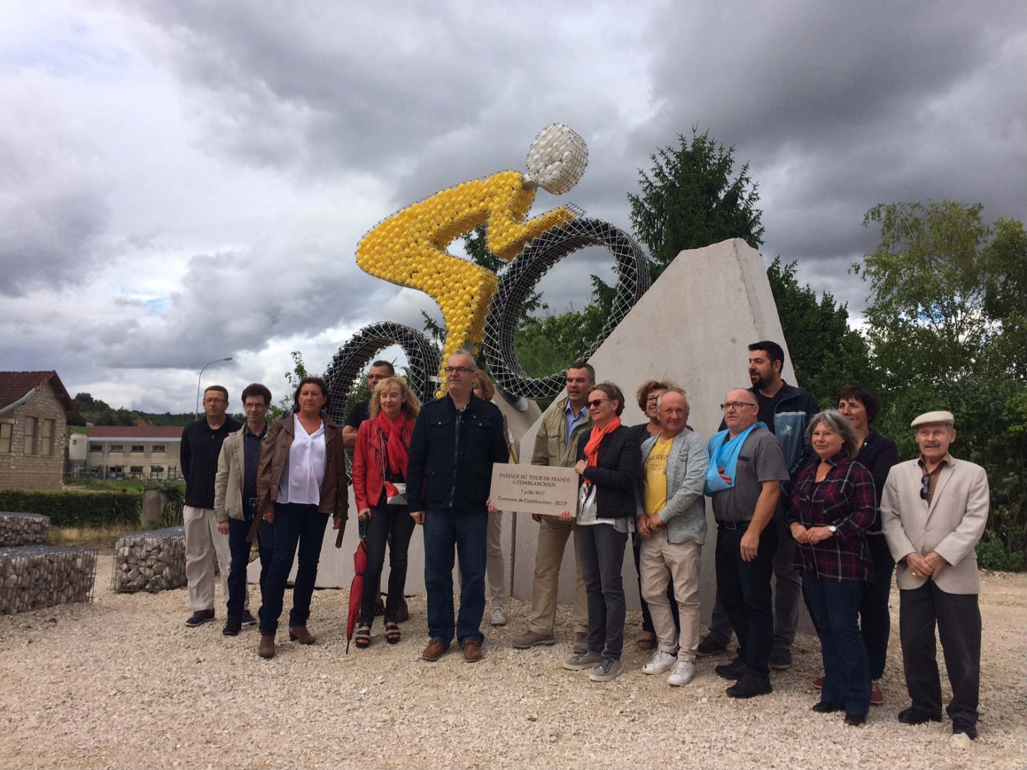 inauguration monument en Comblanchien