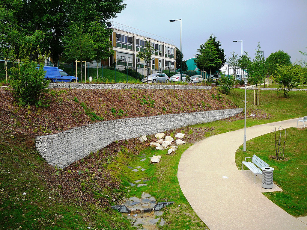 Paysage urbain Soutènement de talus en gabions