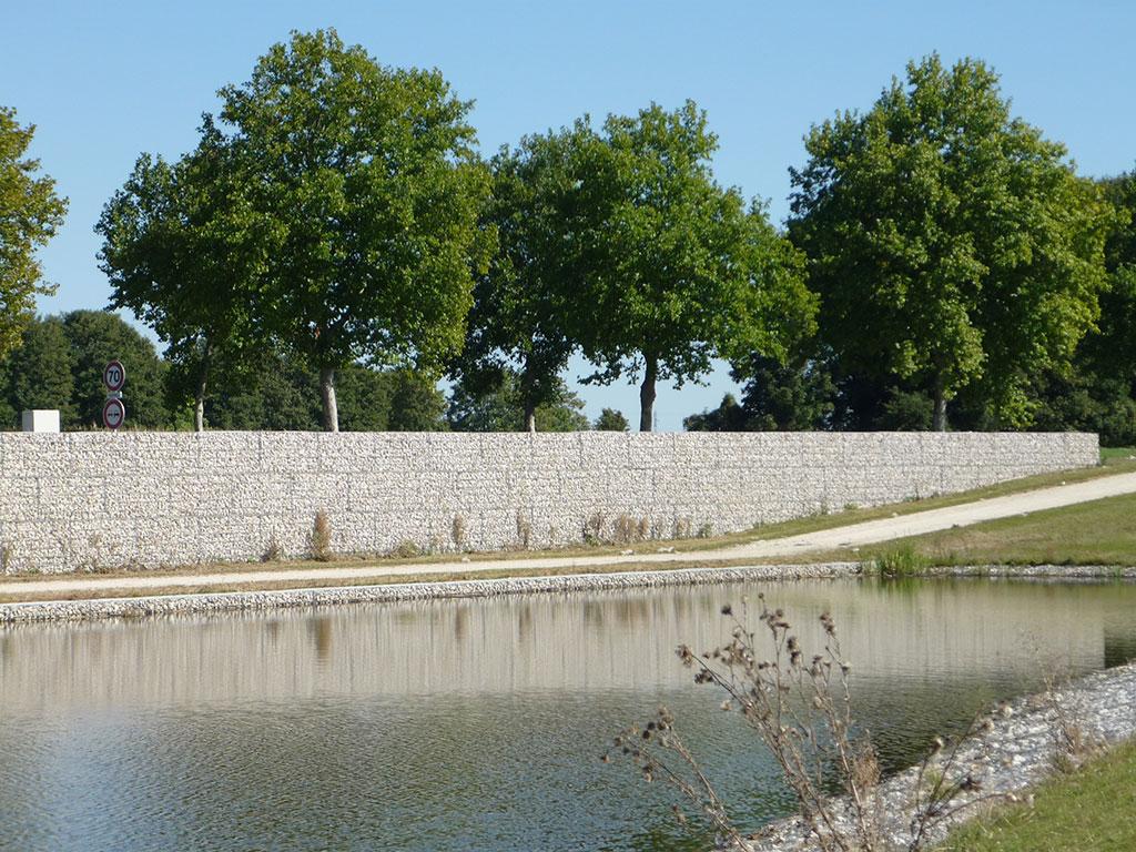 La pierre dans le paysage  utilisation de gabions comme mur
