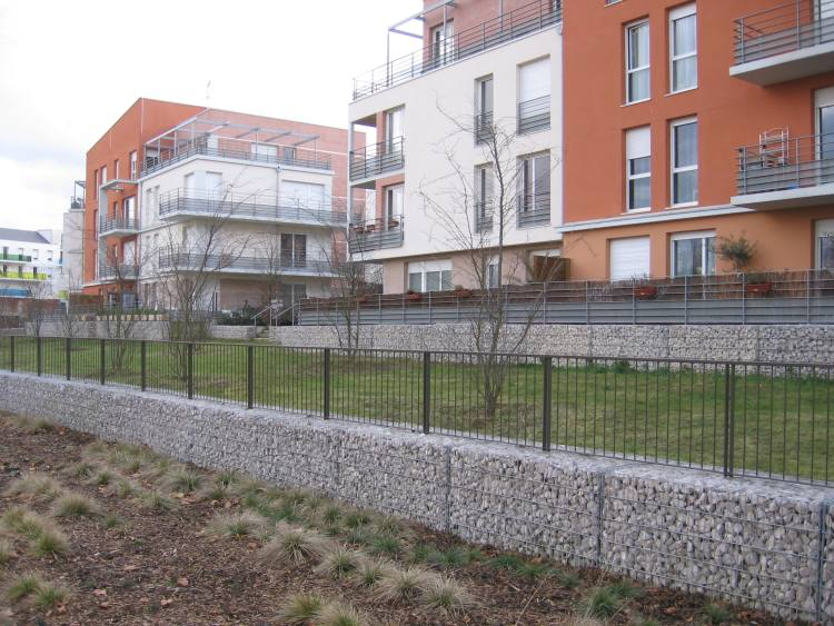 gabion avec clôture
