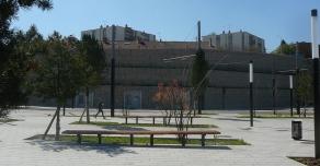 Aménagement urbain et mur de soutènement en gabion