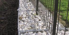 Gabions STONEBOX® avec réservations verticales pour clôture